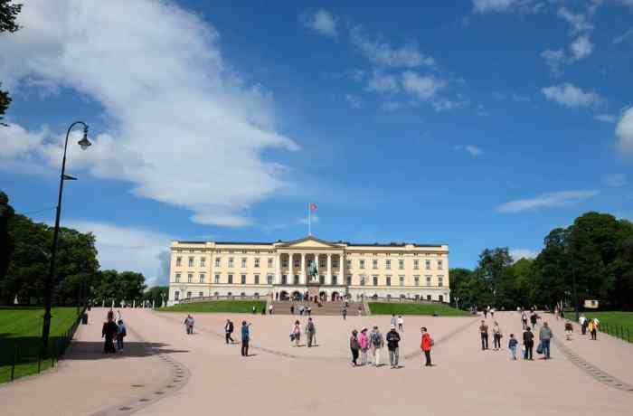 Visite du palais royal d'Oslo ©Etpourtantelletourne.fr