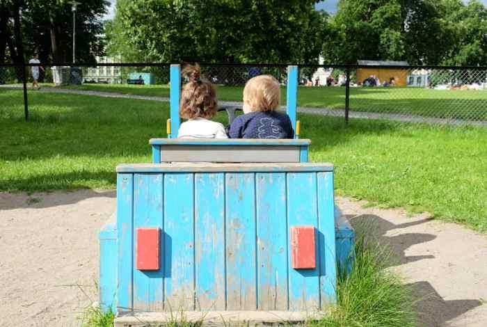 Parc de jeux pour enfants à Oslo ©Etpourtantelletourne.fr
