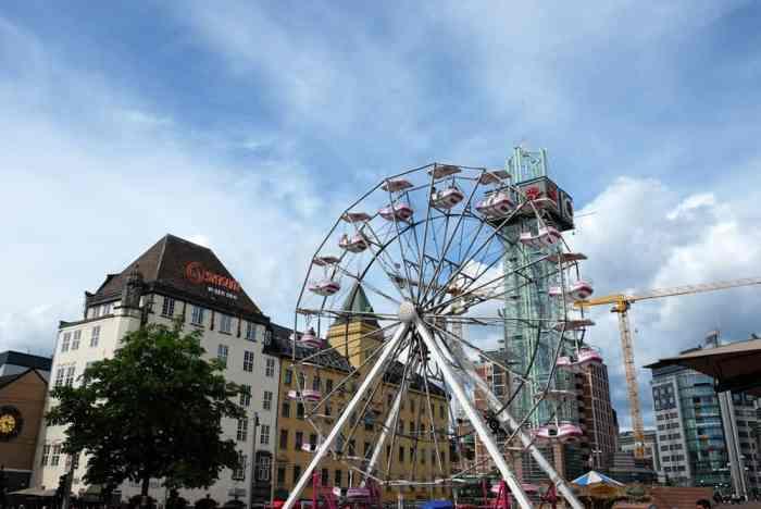 Grande roue près de la gare d'Oslo ©Etpourtantelletourne.fr