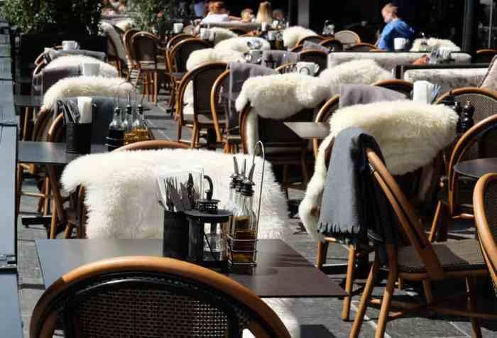 Restaurants dans le quartier Aker Brygge sur le port d'Oslo ©Etpourtantelletourne.fr