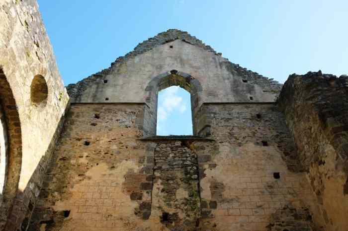 Ruines Abbaye Notre-Dame du Nid-aur-Merle à Saint-Sulpice-la-forêt ©Etpourtantelletourne.fr