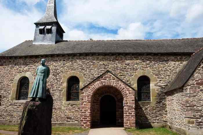 Eglise de Graal Brocéliande ©Etpourtantelletourne.fr