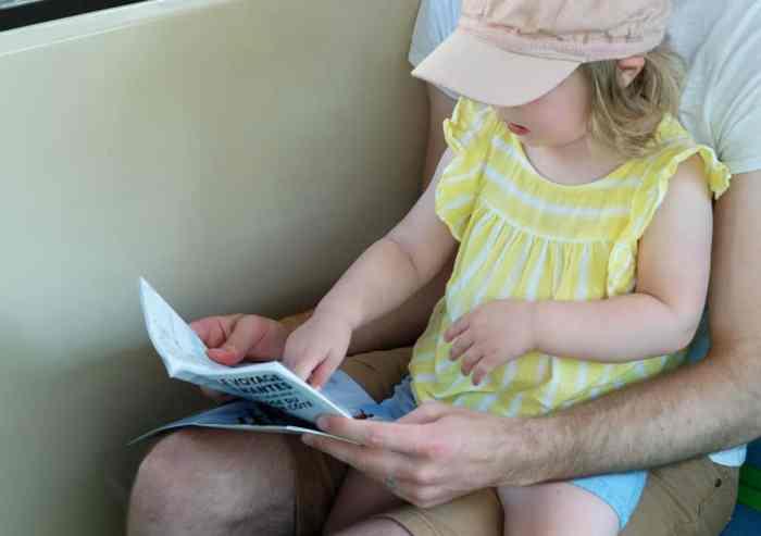 Transport en commun avec des enfants à Nantes ©Etpourtantelletourne.fr
