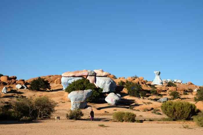les rochers bleus et rouges Tafraoute Maroc ©Etpourtantelletourne.fr