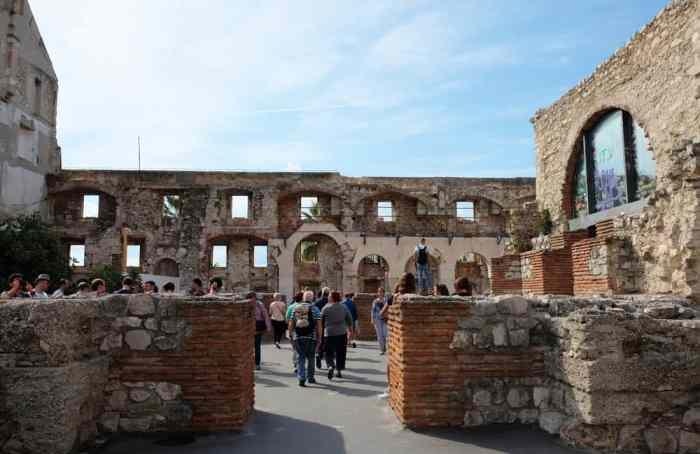 Visiter Split en Croatie le palais de Dioclétien appartements Empereur ©Etpourtantelletourne.fr
