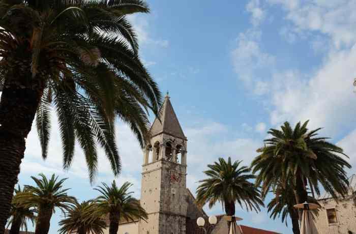 Église à Trogir en Croatie ©Etpourtantelletourne.fr