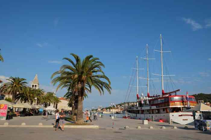 Le port de Trogir en Croatie ©Etpourtantelletourne.fr