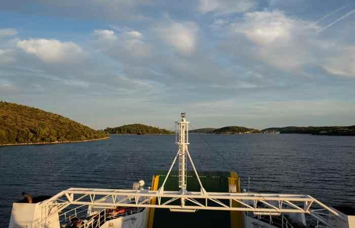 Traversée en ferry en Croatie depuis Orebic vers l'île de Korcula (ou comment rejoindre Dubrovnik à Split par la mer) ©Etpourtantelletourne.fr