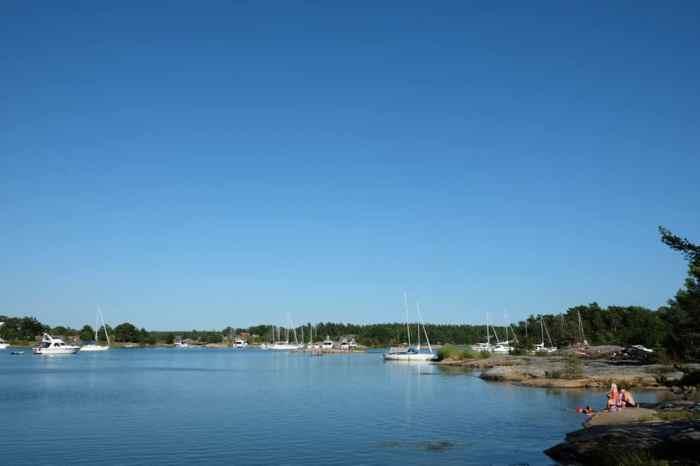 Se baigner dans la réserve naturelle de Stendörrens  en Suède // ©etpourtantelletourne.fr
