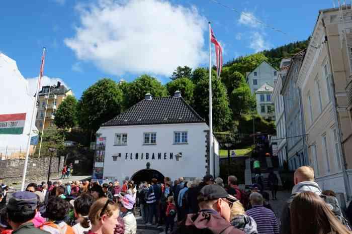 Prendre le funiculaire pour le Mont Floyen à Bergen  ©Etpourtantelletourne.fr