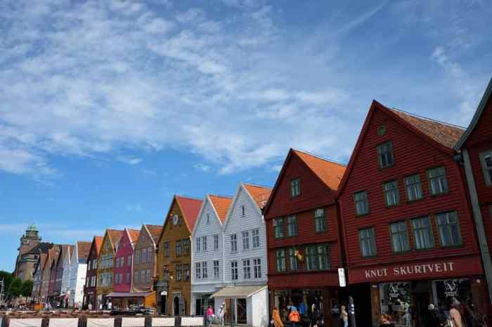 Balade dans le quartier de Bryggen à Bergen  ©Etpourtantelletourne.fr