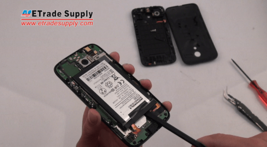 Release the Motorola Moto G battery