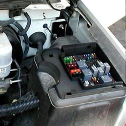 trailer wiring diagram with electric brakes 12 volt winch where is the fuse box in a 2004 chevy silverado | etrailer.com