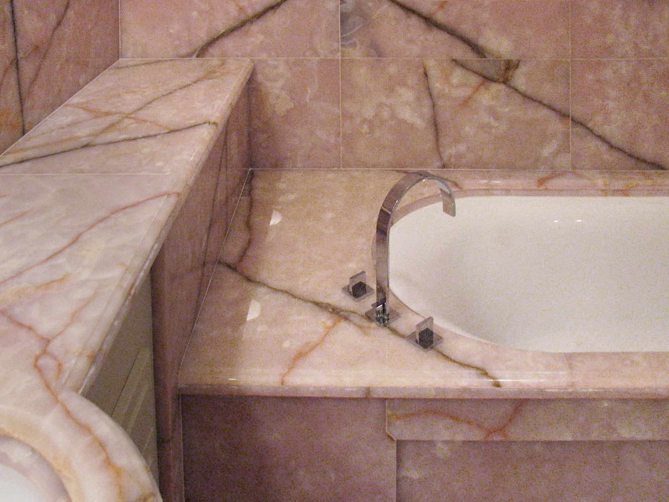 Bagno Coco Chanel Sala da bagno realizzata in Onice Rosa Rivestimenti