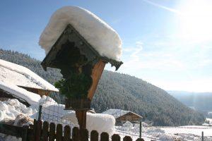 inverno crocifisso con la neve alto adige