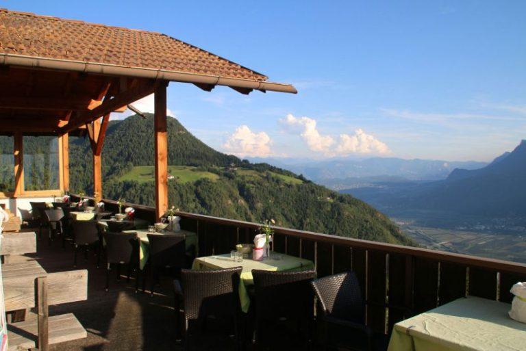 terrasse hotel pension etschblick in mölten mit wunderschönen blick aufs etschtal