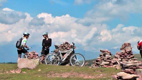 stoanerne mandln steinerne mandlen uomini di pietra meltina sarentino bici