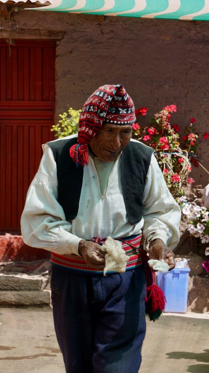Puno ...? Ou plutôt le lac Titicaca - Notre pauvre monsieur sous la pression de notre guide
