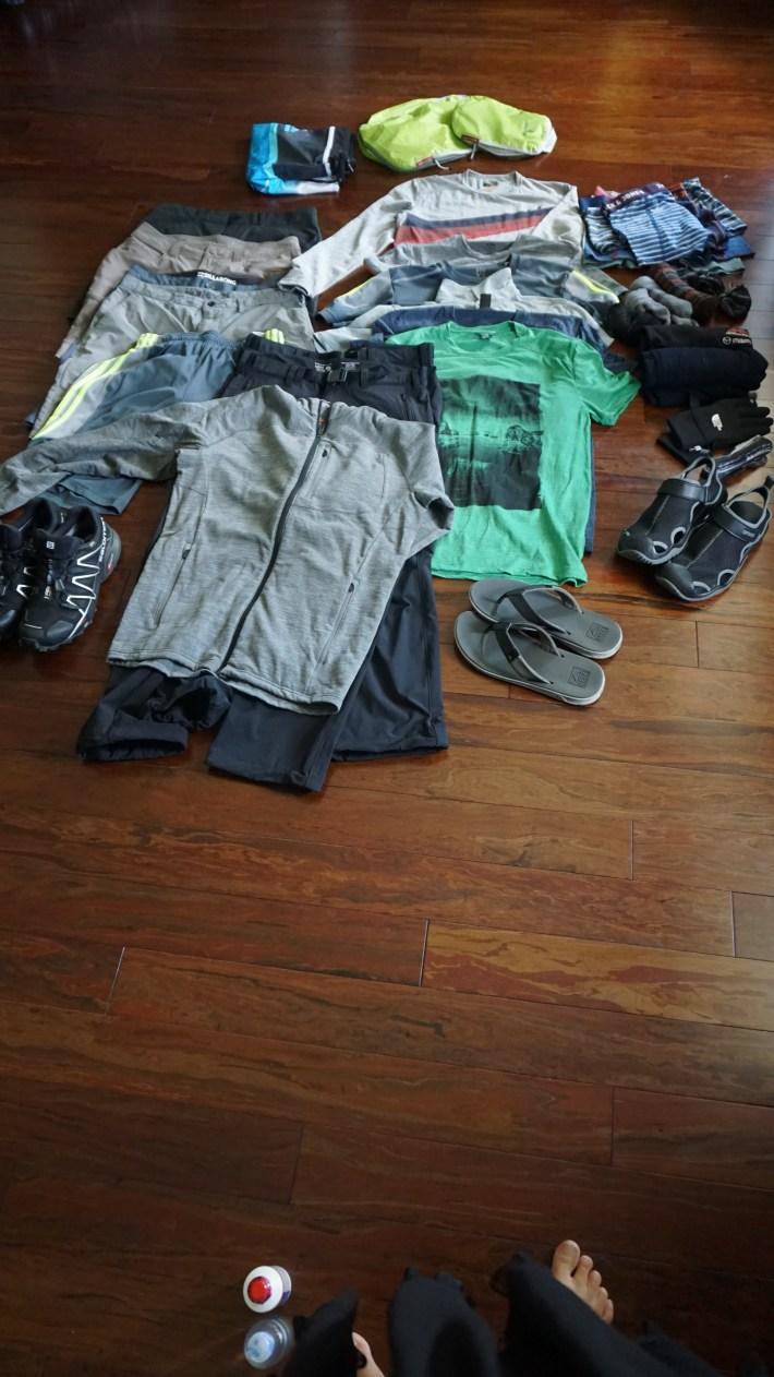 Notre équipement pour notre voyage autour du monde - Les vêtements du papa