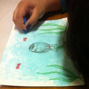 Isa desenhando