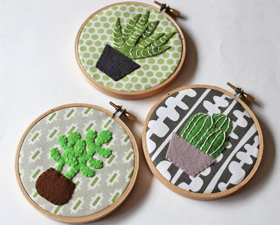 https://www.etsy.com/pt/listing/230998297/cactus-wall-art-embroidery-hoop-home