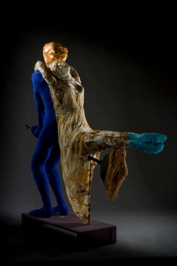 """""""Un'altra storia d'amore (La donna morta) Tessuto cucito, metallo Cm173 x200 x55 Foto di Francesco Filingeri"""