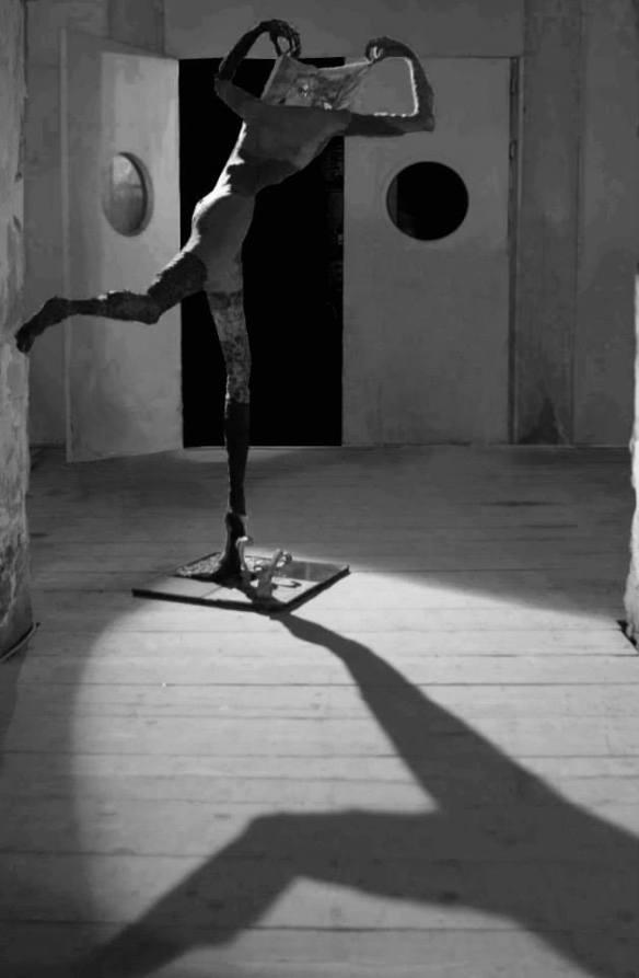 "(""Il metafisico"", opera di Elisa Nicolaci)"