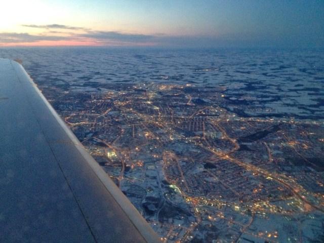 Vista do avião quase chegando em Toronto. Tudo bem branquinho lá embaixo (ok, o vidro estava bem sujo)