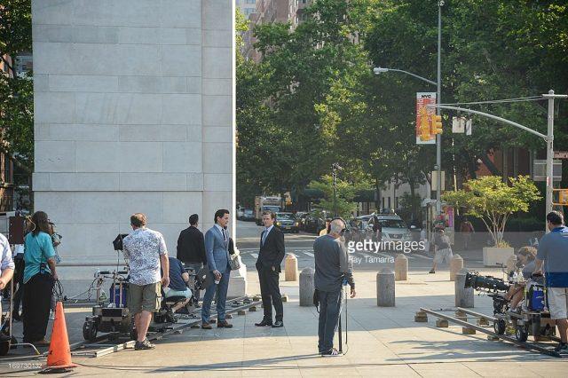 Equipe do seriado White Collar gravando no Washington Square Park