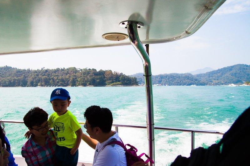 boat at sun moon lake
