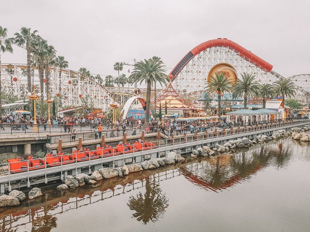 Anaheim Disneyland No-driving-2-week-US-itinerary-San-Francisco-Vegas-Los-Angeles