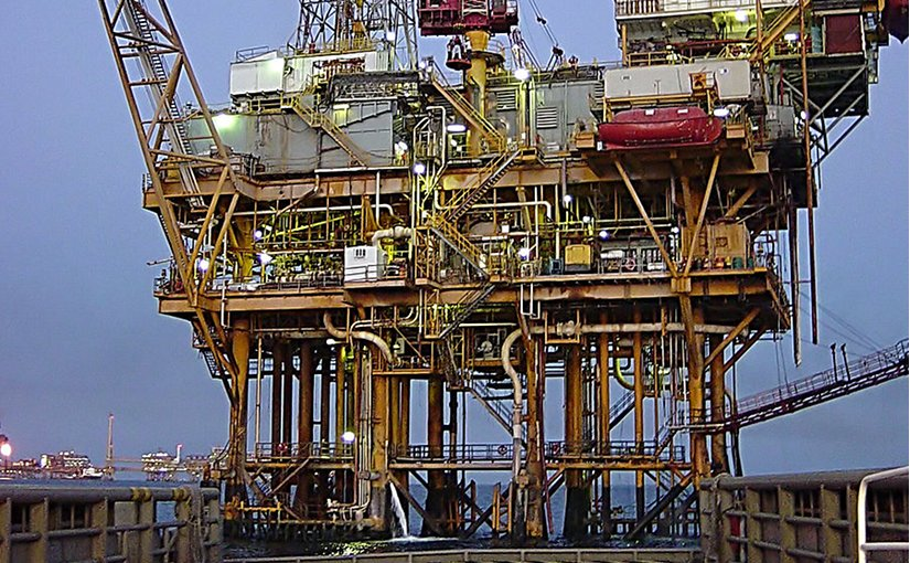 Offshore platform, Gulf of Mexico. Photo by Chad Teer, Wikimedia Commons.