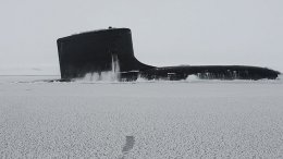 Attack submarine USS New Mexico surfaces at Ice Camp Nautilus in Arctic Ocean during Ice Exercise 2014 (DOD/Joshua Davies)