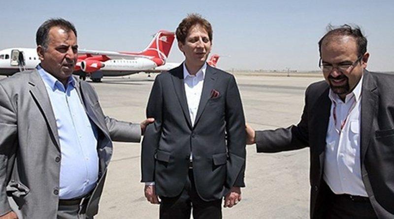 Babak Zanjani in middle. Photo via Radio Zamaneh.