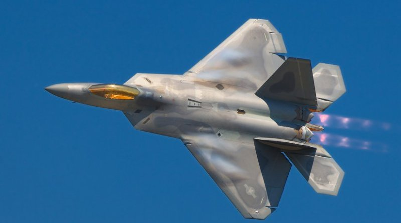 A US F-22 Raptor. Photo by Rob Shenk, Wikipedia Commons.