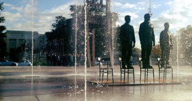 Bronze statues of Edward Snowden, Julian Assange and Chelsea Manning, standing on chairs and made by the artist Davide Dormino, are exposed on the Place des Nations from 14 to 18 September. Photo Credit: PEC