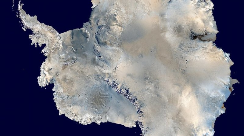 Antarctica. Photo by Dave Pape, Wikipedia Commons.