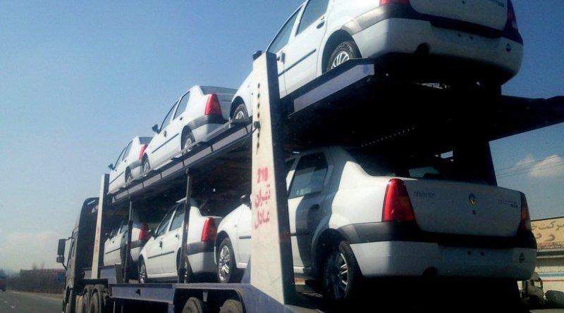 Transportation of new Iran-made cars in Arak. Photo: Wikipedia Commons.