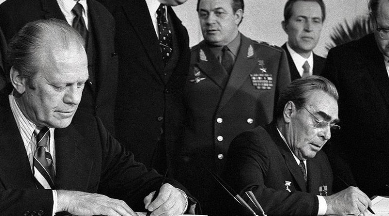President Ford and Soviet General Secretary Leonid Brezhnev sign Joint Communiqué following talks on limitation of strategic offensive arms in Vladivostok, November 24, 1974 (Gerald R. Ford Library/David Hume Kennerly)