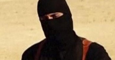 "A close-up of the Jihadi dubbed ""John"". Source: Islamic State video."