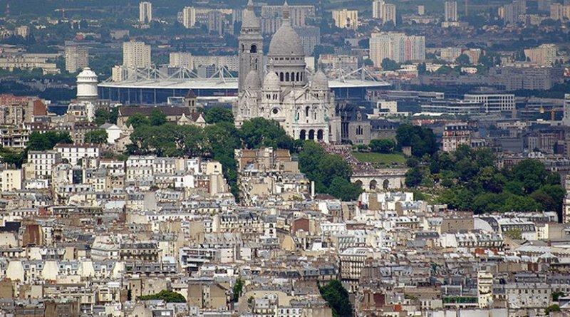 Stade de France visible from central Paris behind the Sacré-Cœur. Photo by Kirua, Wikipedia Commons.