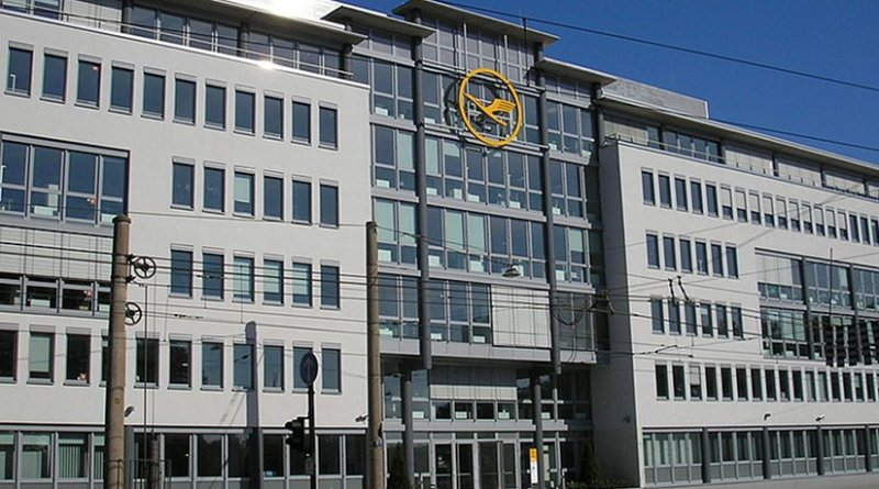 Lufthansa headquarters in Deutz, Cologne. Photo by G. Friedrich, Wikipedia Commons.