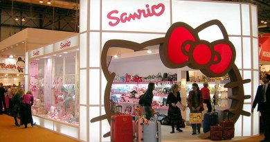 Sanrio stand in Madrid, Spain with the Hello Kitty character outline as the entryway. Photo by Javier Mediavilla Ezquibela, Wikipedia Commons.