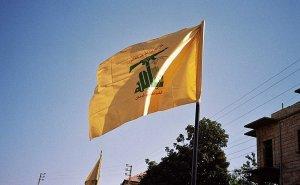 Hezbollah flag waving in Syria. Photo by Upyernoz, Wikipedia Commons.