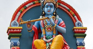 Krishna Statue at the Sri Mariamman Temple, Singapore. Photo by AngMoKio, Wikipedia Commons.