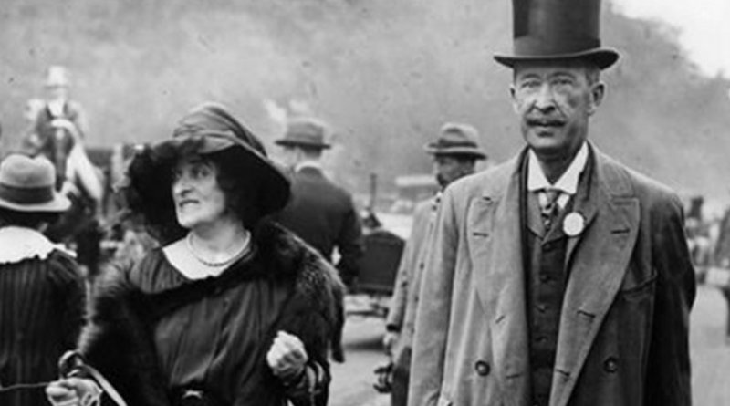 Lady and Lord Carnarvon at the races in June 1921. Source: Wikipedia Commons.