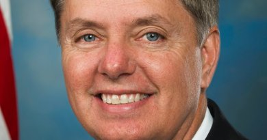 Official portrait of Senator Lindsey Graham of South Carolina. Wikipedia Commons.