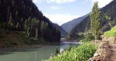Jhelum River in Pakistan. Photo by Myasinilyas, Wikipedia Commons.