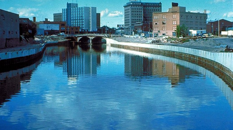 Flint River in Downtown Flint, circa 1979. Photo Credit: U.S. Army Corps of Engineers Digital Visual Library, Wikipedia Commons.