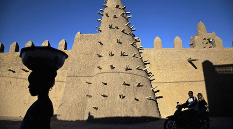 Djingareyber Mosque, one of the historical architectural structures along with sixteen mausoleums and holy public places which together earned Timbuktu the designation of World Heritage Site by the UN Educational, Scientific and Cultural Organization (UNESCO). UN Photo/Marco Dorm